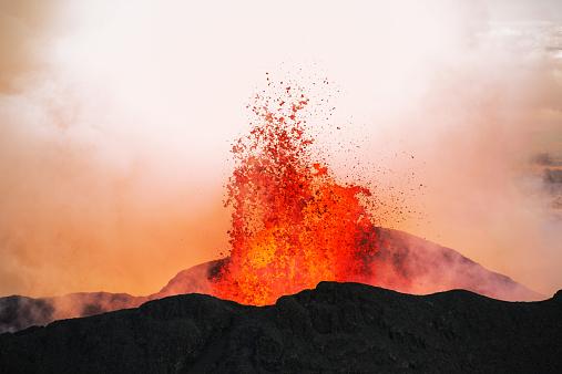 Erupting「Volcano Eruption, Holuhraun, Bardarbunga, Iceland」:スマホ壁紙(7)