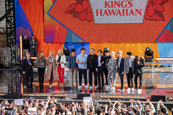 "Kim Tae-Hyung「BTS Performs On ""Good Morning America""」:写真・画像(18)[壁紙.com]"