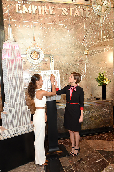 Empire State Building「Misty Copeland & Cindi Leive Light The Empire State Building In Honor Of The 25th Anniversary Of Glamour's Women Of The Year Awards」:写真・画像(5)[壁紙.com]