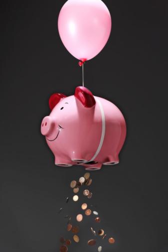Banking「oversized piggy bank losing money」:スマホ壁紙(5)