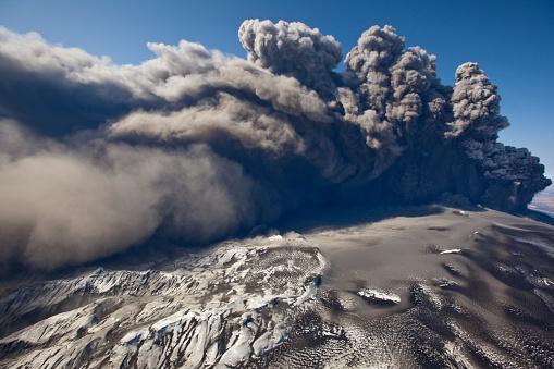 Active Volcano「Eyjafjallajokull volcano erupting in Iceland」:スマホ壁紙(0)