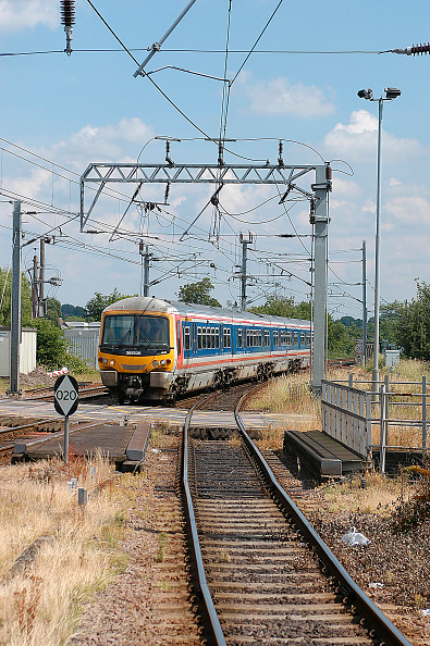 King's Lynn「The electrified service between Kings Cross and Kings Lynn uses Networker EMU sets that still retain the original Network South East livery from the 1980s when the line was energised. A service to Kings Cross enters Ely on the approach to the station. Ju」:写真・画像(9)[壁紙.com]