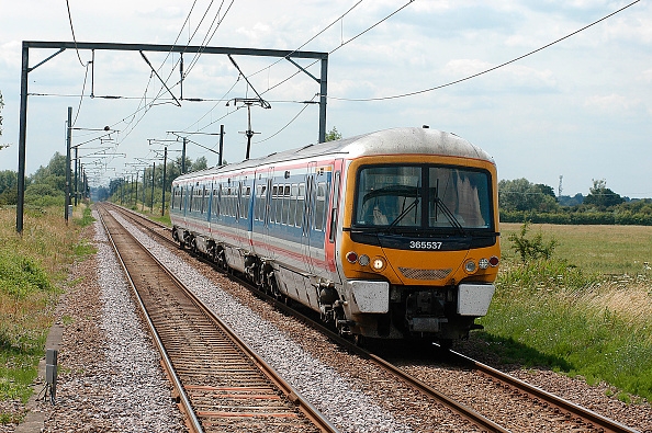 King's Lynn「The electrified service between Kings Cross and Kings Lynn uses Networker EMU sets that still the retain original Network South East livery from the 1980s when the line was energised. A service from Kings Cross nears Waterbeach in the heart of the Fens.」:写真・画像(10)[壁紙.com]