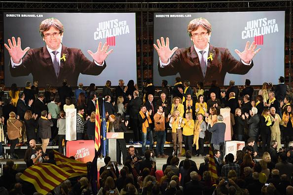 Link - Chain Part「Junts Per Catalunya Hold Campaign Rally In Barcelona」:写真・画像(17)[壁紙.com]