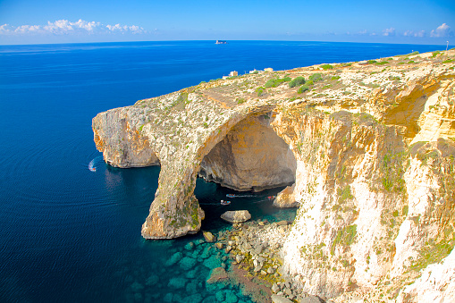 Maltese Islands「Passenger boatss visiting Blue Grotto, Malta」:スマホ壁紙(13)
