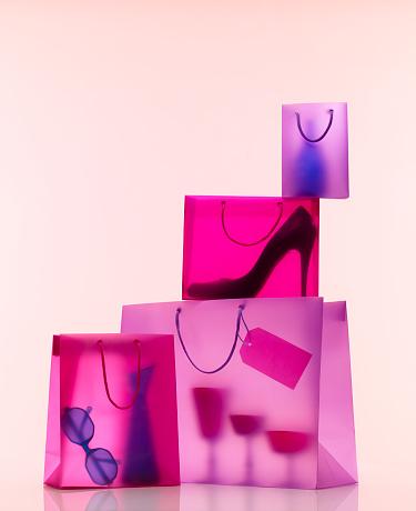 逸楽「Shopping Bags with Gifts」:スマホ壁紙(9)