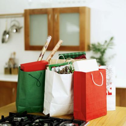 豊富「shopping bags full of presents and wrapping paper」:スマホ壁紙(7)