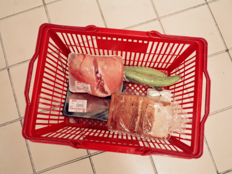 Merchandise「Shopping basket with groceries, overhead view」:スマホ壁紙(2)