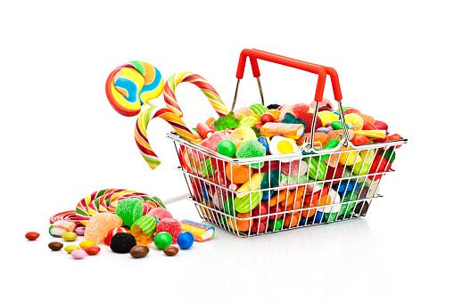 グミ・キャンディー「Shopping basket filled with colorful candies」:スマホ壁紙(9)