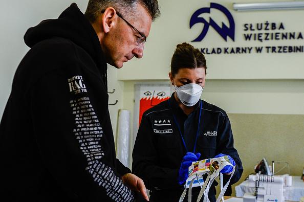 Infectious Disease「Polish Prisoners Enlisted To Make Face Masks Amid Coronavirus Outbreak」:写真・画像(9)[壁紙.com]