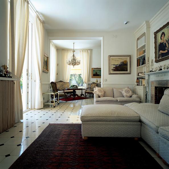 Rug「Partial view of an elegant living room」:写真・画像(19)[壁紙.com]