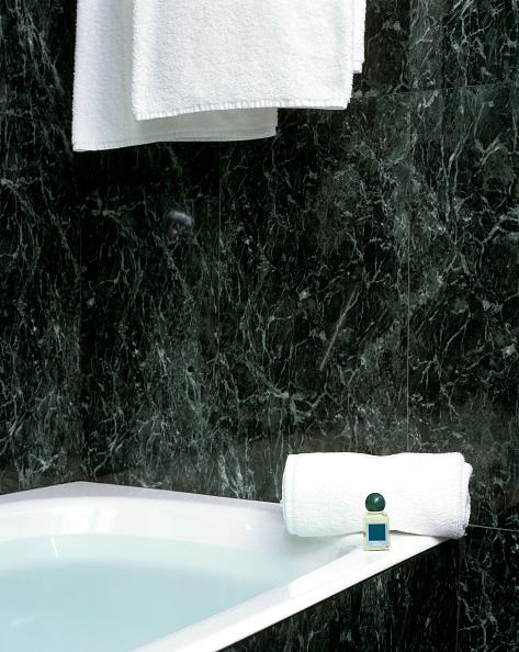 Bathroom「Partial view of a bathtub」:写真・画像(10)[壁紙.com]