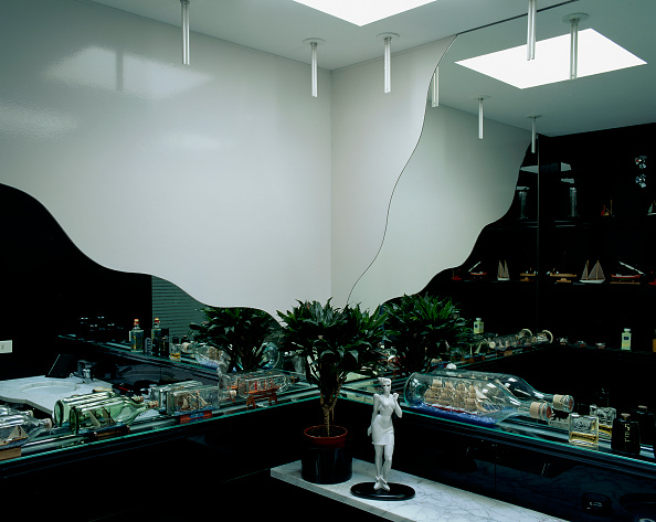 Ceiling「Partial view of a well designed bathroom」:写真・画像(13)[壁紙.com]