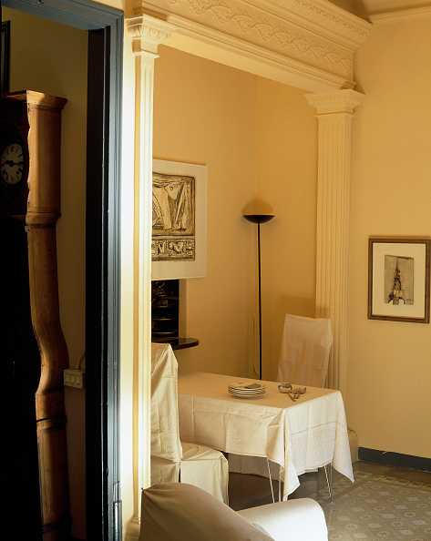Dining Room「Partial view of a neatly arranged dining room」:写真・画像(19)[壁紙.com]