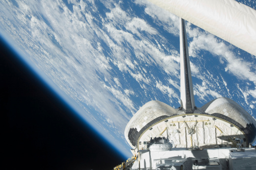 Space Shuttle Endeavor「Partial view of Space Shuttle Endeavour backdropped against Earth.」:スマホ壁紙(16)