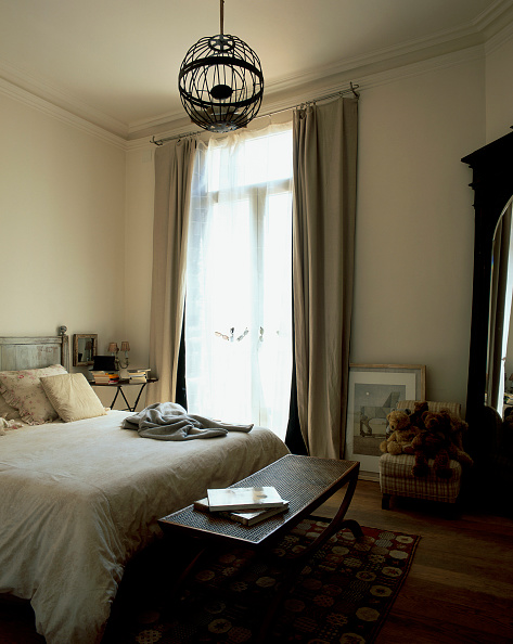 Ceiling「Partial view of a cozy bedroom」:写真・画像(12)[壁紙.com]