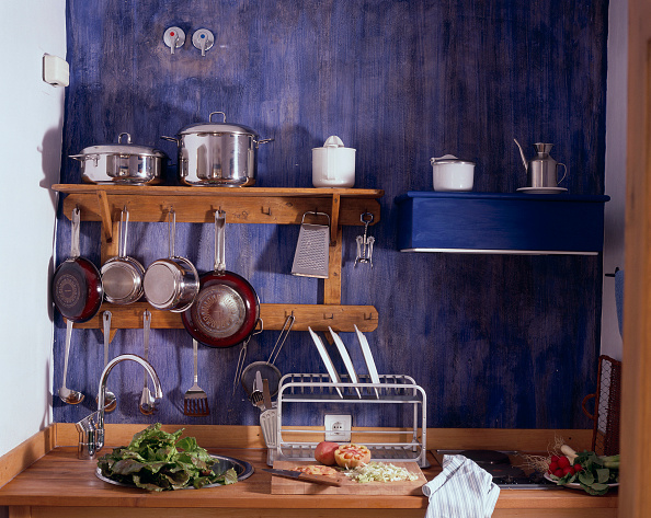 Cutting Board「Partial view of a set kitchenette」:写真・画像(6)[壁紙.com]