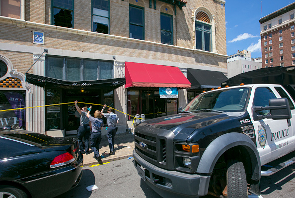 Detective「Dozens Injured In Arkansas Nightclub Shooting」:写真・画像(12)[壁紙.com]