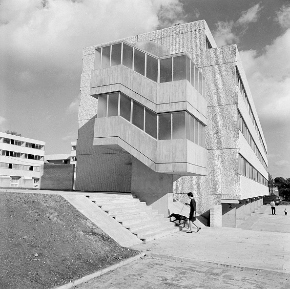 Concrete「Brutalist Block Of Flats On Field End Road」:写真・画像(14)[壁紙.com]