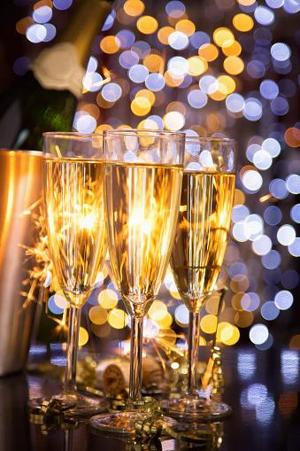 お正月「シャンパン」:スマホ壁紙(1)
