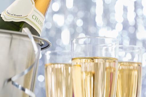 お正月「シャンパン」:スマホ壁紙(7)