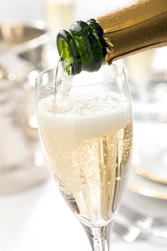 Bucket「Champagne Pour」:スマホ壁紙(17)