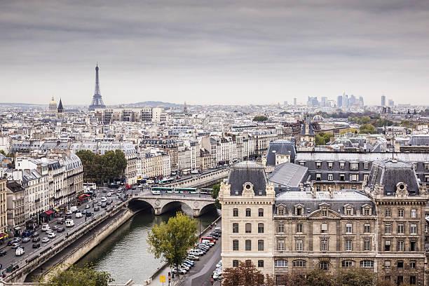 Th city of Paris on a grey day.:スマホ壁紙(壁紙.com)