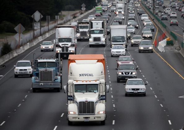 USA「Tighter Fuel Efficiency Standards For Medium And Heavy-Duty Vehicles Announced By Obama」:写真・画像(10)[壁紙.com]