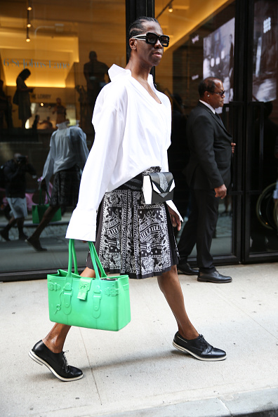 Oversized Purse「Street Style - New York Fashion Week September 2019 - Day 7」:写真・画像(16)[壁紙.com]
