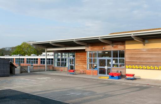 Outdoors「Primary school building in Kent, United Kingdom」:スマホ壁紙(5)