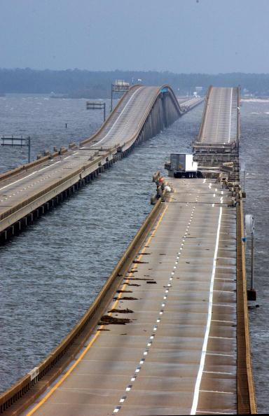 Pensacola「Gulf Coast Cleans Up After Hurricane Ivan」:写真・画像(16)[壁紙.com]