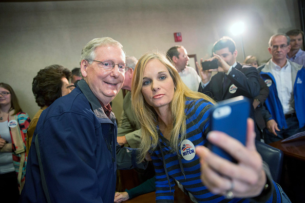 Aaron P「Senate Minority Leader Mitch McConnell Campaigns Ahead of Election Day」:写真・画像(3)[壁紙.com]