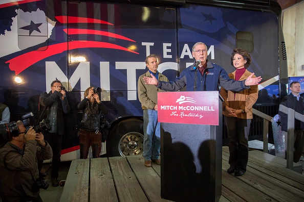 Aaron P「Senate Minority Leader Mitch McConnell Campaigns Ahead of Election Day」:写真・画像(8)[壁紙.com]
