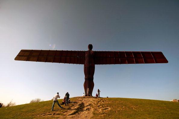 2012 Summer Olympics - London「Sculptor Antony Gormley's Angel Of The North Stands On Low Fell」:写真・画像(4)[壁紙.com]