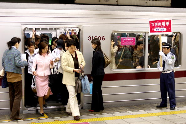 日本「'Women Only' Carriages Introduced On Nine Private Railways And Subway Trains In Japan」:写真・画像(18)[壁紙.com]