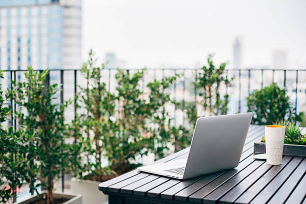 Laptop on balcony table:スマホ壁紙(壁紙.com)