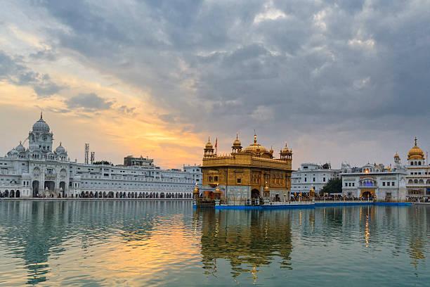 India, Punjab, Amritsar, View of Golden Temple:スマホ壁紙(壁紙.com)