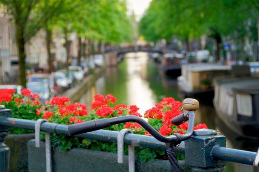 Amsterdam「Bicycle on canal bridge」:スマホ壁紙(4)