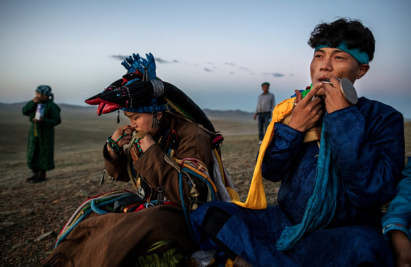 爪弾く「Shaman Rituals Vital To Life in Mongolia」:写真・画像(14)[壁紙.com]