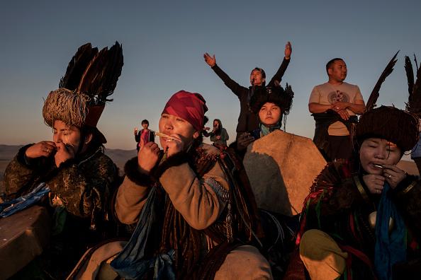 爪弾く「Shaman Rituals Vital To Life in Mongolia」:写真・画像(13)[壁紙.com]