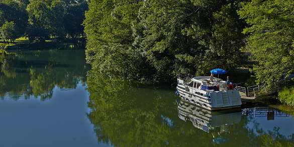 Nouvelle-Aquitaine「Lifestyle during a river cruise on the Charente」:スマホ壁紙(11)