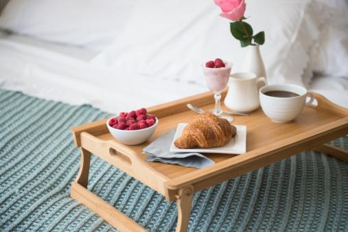 Breakfast「Breakfast plate on bed」:スマホ壁紙(2)