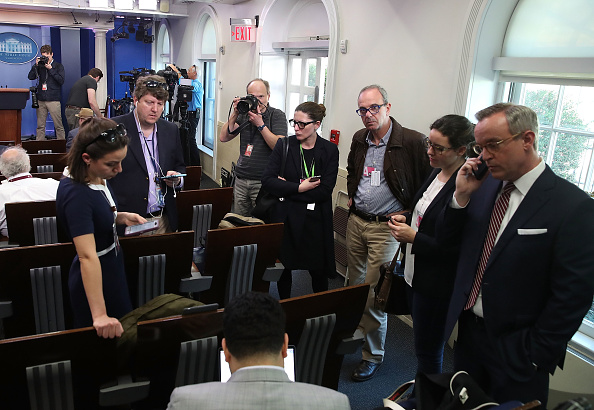 Press Room「Reporters From Multiple News Organizations Blocked From An Off-Camera White House Press Briefing」:写真・画像(1)[壁紙.com]
