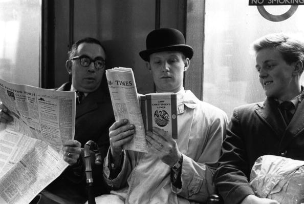 George Freston「Reading On Tube」:写真・画像(0)[壁紙.com]
