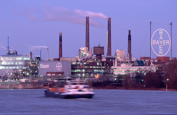 Chemical「Chemical plant and headquarters of BAYER in Leverkusen on the bank of the Rhine river, Germany」:写真・画像(18)[壁紙.com]