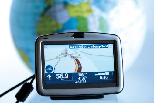 Global Positioning System「Navigation instrument in front of globe」:スマホ壁紙(19)