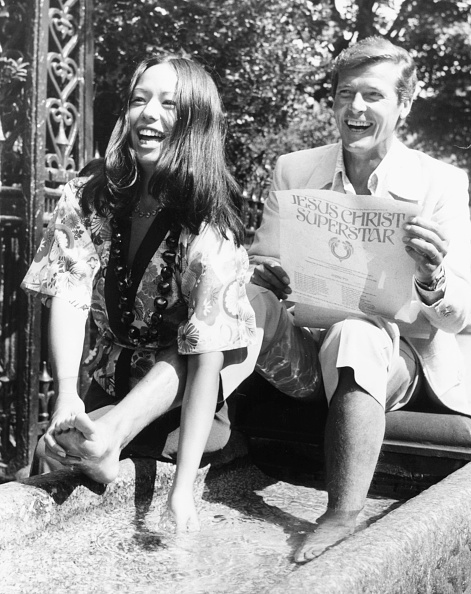 Actor「Roger Moore And Yvonne Elliman」:写真・画像(17)[壁紙.com]