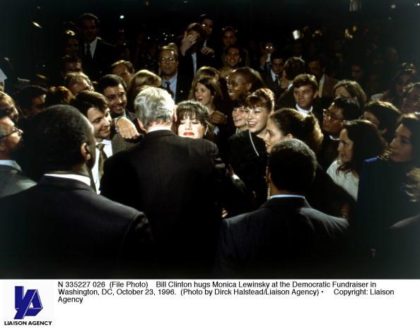 Bill Clinton「Bill Clinton hugs Monica Lewinsky」:写真・画像(9)[壁紙.com]
