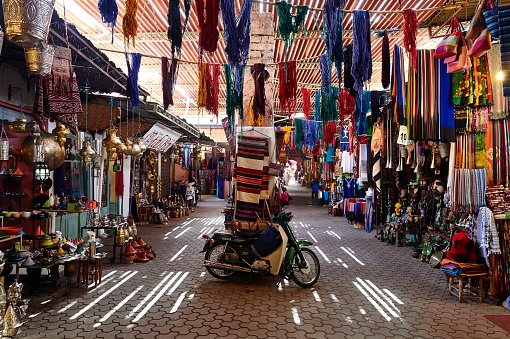 Motorcycle「The Souk of Marrakech, Morocco」:スマホ壁紙(18)
