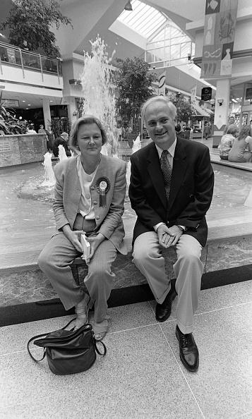 1990-1999「Taoiseach John Burton in Santry OMNI Plex Centre, Dublin」:写真・画像(11)[壁紙.com]